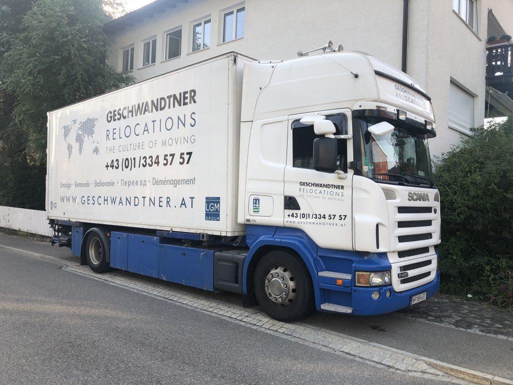 40-Tonnen-LKW der Geschwandtner GmbH aus Wien für Firmenumzüge